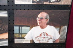 La foto di John Hargrove al museo di Clinton (Oklahoma)