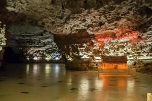 Meramec Caverns (Stanton, Missouri)