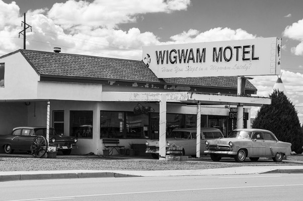 """""""On a dead-end street in a dead-end town there's a motel that I call home"""" (Warrant - Bed of roses)"""