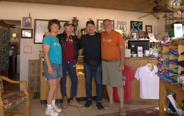 La bellissima famiglia del Blue Swallow Motel di Tucumcari in New Mexico, Persone splendide che gestiscono un motel tra i più belli e romantici di tutta la US highway 66.