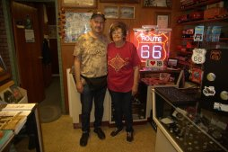Ramona Lehman, la storica proprietaria del Munger Moss Motel. una persona dolcissima. Abbiamo trascorso la mattinata a parlare della Route, di lei e della sua famiglia e di altri rodies della Route 66 che conosciamo entrambi. E' davvero una bellissima persona.